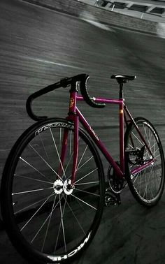 The most beautiful images for all bike lovers🤩 Bici Retro, Velo Retro, Velo Vintage, Retro Bike, Fixi Bike, Fixed Gear Bicycle, Cool Bicycles, Cool Bikes, Bici Fixed