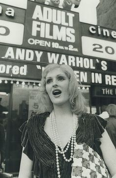 Candy Darling at the Premiere of her movie Women in Revolt in New York, photographed by Ron Bull, 1972 Andy Warhol, Joe Dallesandro, Candy Darling, Edie Sedgwick, History Photos, Picture Collection, Mannequin, Superstar, Fotografia