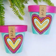 Paint Garden Pots, Painted Plant Pots, Painted Flower Pots, Dot Art Painting, Pottery Painting, Ceramic Painting, Pots D'argile, Clay Pots, Flower Pot Design
