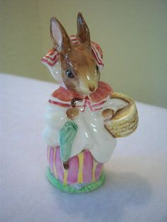 Mrs. Rabbit,Beatrix Potter,F Warne Co Ltd,1951,Beswick England,porcelain figurine,Beatrix Potter collectors,home decor,nursery decor