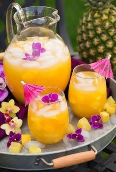Pineapple Mango Lemonade - such a refreshing summer drink! Love this tropical twist on lemonade! Pineapple Mango Lemonade - such a refreshing summer drink! Love this tropical twist on lemonade! Non Alcoholic Drinks, Fun Drinks, Yummy Drinks, Healthy Drinks, Beverages, Alcoholic Punch, Pineapple Lemonade, Raspberry Lemonade, Lemonade Drink