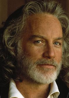 Wow..RIchard Dreyfuss...look at that head of hair...still handsome as ever..love him
