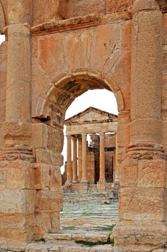 North Africa-Tunisia- Sbeïtla - was once a flourishing ancient city, the spectacular remains of which are among the best Roman ruins in the world. Ancient Ruins, Ancient Rome, Ancient History, European History, Ancient Artifacts, Ancient Greece, American History, Carthage, Places To Travel
