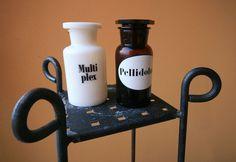 pientä mutta suurta: Antiikkimarkkinoiden terveiset / Medicine jars from the antique markets