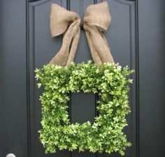 square wreath with burlap bow