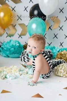 Idaho Falls, ID baby and child TWINS birthday photographer. Caralee Case Photography. cake smash pink gold teal black and white balloons #cakesmash #firstbirthday #pictures #oneyear #twins