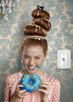 Whoville hair using sock buns Grinch Christmas Party, Grinch Who Stole Christmas, Grinch Party, Christmas Hair, Christmas Costumes, Ugly Christmas Sweater, Christmas Themes, Christmas 2016, Holiday Crafts