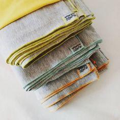 """""""Nuestros fulares portabebe elastizados de @somosmundohormiga en lycra y algodón gris melange con vivos combinados! <3 // consultas a…"""""""