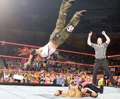 Trish Stratus, Lita's second WWE Women's Championship Title Win in December 2004 Wrestling Divas, Women's Wrestling, Female Wrestlers, Wwe Wrestlers, Wwe Dvd, Page Wwe, Wwe Women's Championship, Ufc Sport, Wwe Lita