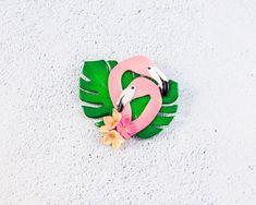 Flamingo brooch monstera leaves flowers polymer clay Pink bird art brooch Monstera pin Flamingo Polymer clay jewelry Bird lover gift