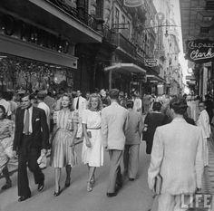 Rua do Ouvidor - Fotografia: LIFE magazine. Vintage Pictures, Old Pictures, Old Photos, Parks, Retro Mode, Old Photography, Ferrat, The Good Old Days, Vintage Photographs