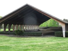 A covered riding arena is anything but plain. Check out these eight riding arenas to help inspire your next dream barn facility. Dream Stables, Dream Barn, Horse Stables, Horse Farms, Horse Tack Rooms, Horse Arena, Indoor Arena, Indoor Outdoor, Casas Containers