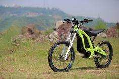 Sur-Ron Light Bee electric trail bike nails the price point Electric Dirt Bike, Electric Mountain Bike, Electric Motorcycle For Sale, Electric Cycles, Dirt Bike Gear, Dirt Bikes, E Mobility, Motorcycle News, Sportbikes