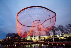 Image from http://intoform.files.wordpress.com/2011/10/janet-echelman6.jpg.