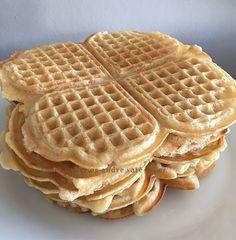 Vafler uten melk, egg og sukker. | Tones kaker Lchf, Waffles, Eggs, Breakfast, Food, Morning Coffee, Egg, Waffle, Meals