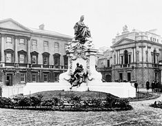 Queen Victoria Memorial Statue in front of Leinster House,Dublin Ireland in Now standing on Druitt St,Sydney in front of the Queen Victoria Building. Old Pictures, Old Photos, Victoria Building, Victoria Memorial, Gone Days, Dublin Ireland, Queen Victoria, Sydney Australia, Edinburgh