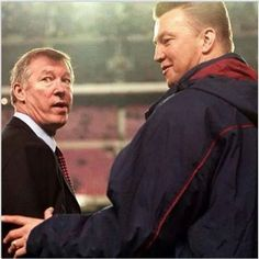 Van Gaal and Fergie ♥ LVH must be teasing Sir Alex about that Moyes choice for manager!