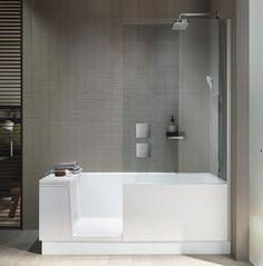 Super Praktisch! Dusche Und Badewanne In Einem. Ideal Fürs Kleine  Badezimmer. Bildmaterial (