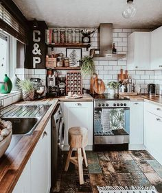 A bohemian kitchen is one that has a completely loosened up feeling about it. The mood is loaded up with character and colors, with a warm and free soul. Home Decor Kitchen, Kitchen Interior, Home Kitchens, Kitchen Dining, Bohemian Kitchen Decor, Rental Kitchen, Farmhouse Kitchen Decor, Rustic Farmhouse, Boho Decor