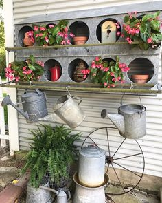 I have a thing for hen nesting boxes.and vintage watering cans.and galvanized metal containers.and flowers. Galvanized Decor, Galvanized Metal, Galvanized Planters, Garden Junk, Garden Planters, Garden Sheds, Wooden Garden, Herb Garden, Chicken Nesting Boxes