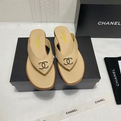 Chanel Brand, Womens Flip Flops, Chanel Shoes, Swag, Fashion Looks, Slippers, Dressing, Casual, How To Wear