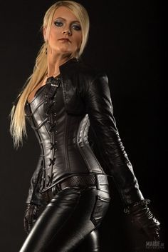 Herrin Cendra - SM-Studio Art of Humiliation in Leipzig - Domina Galerie mit BDSM Fetisch Galerie Leather Corset, Leather Gloves, Leather And Lace, Leather Pants, Black Leather, Pvc Fashion, Leather Fashion, Mode Latex, Leder Outfits