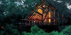 La hoguera lleva activa más de 85 años, lo que convierte al Varty Camp en todo un símbolo de Londolozi. La decoración evoca los mismos tonos que el propio hogar del dueño y su continuo romance con la tierra. El Varty Camp es el lugar idóneo para unas vacaciones de safari por África. Todas las …