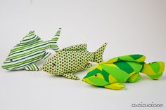 Make adorable some adorable softie toys for gifts! Just Bananas over Soft Toys' Finger Pocket Fish pattern is also a puppet and is easy to sew! Fish Patterns, Sewing Patterns, Paper Fish, Sewing Courses, Boy Doll, Love Sewing, Stuffed Toys Patterns, Softies, Bananas