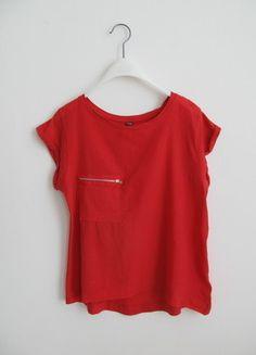 Kaufe meinen Artikel bei #Kleiderkreisel http://www.kleiderkreisel.de/damenmode/t-shirts/136473908-rotes-kastiges-shirt-gr-s-mit-tasche