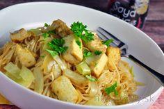 Chow mein s dusenou kapustou a opečeným tofu - FitRecepty Chow Mein, Chow Chow, Tempeh, Tofu, Prepped Lunches, Pasta Salad, Potato Salad, Main Dishes, Spaghetti