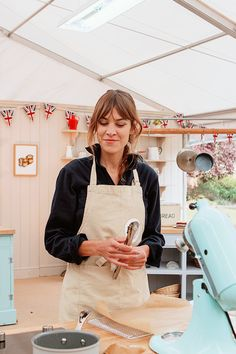Alexa Chung on Great Comic Relief Bake Off
