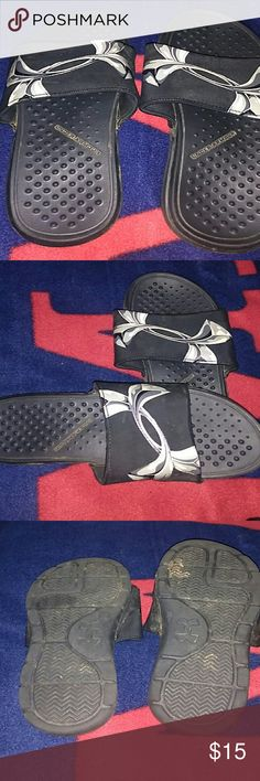 Girls black under armour slides size girls 3y Like new only wore maybe twice black girls under armour slides size girls 3y Under Armour Shoes Sandals & Flip Flops