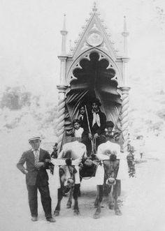 """Ancora un carro """"trionfale"""" (1935 ca) [foto Archivio Pilone]"""