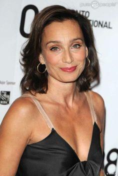 Kristin Scott Thomas, née le 24 mai 1960 à Redruth, Cornouailles (Royaume-Uni), est une actrice franco-britannique. Parlant couramment le français, elle intervient elle-même dans le doublage de certains de ses longs-métrages.