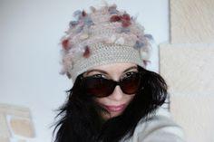 uncinetto moda e fantasia: cappellino fantasia in lana con ricamo di cristall...