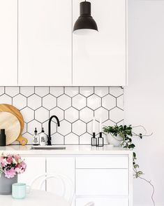 Part 3 of our 2017 trend series is hexagon tile! This effortlessly pulls your room together and gives it something special. Sourc