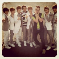 Simon ( eat your kimchi) and UKISS. This is toooo cute.
