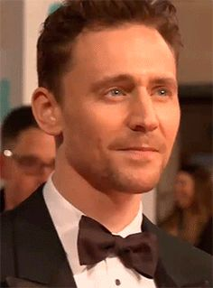 Tom Hiddleston poses on the red carpet of the EE BAFTAs 2015 https://www.youtube.com/watch?v=2bD8cciQ53s