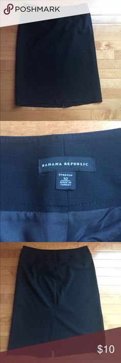Banana Republic Size 10 Black Dress Skirt 95% Wool Excellent Condition - Size 10 from Banana Republic - 95% Wool and 5% Spandex (Lining is Polyester) Banana Republic Skirts Midi