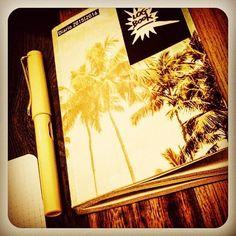 Nel riconsiderare dunque il supporto cartaceo per un #logbook di kleoniana memoria riposto con ispirata attenzione questo mix. Molto californiano... #writing #lamysafari #lomo #visual