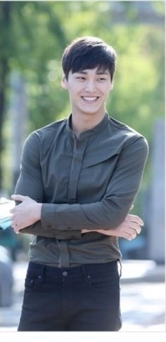 Lee Tae Hwan - Why do I never walk down the street and see a man like this? And then stagger around a bit from the shock and wander into traffic and get hit by a taxi and die. Lee Jong Suk, Lee Tae Hwan, Asian Actors, Korean Actresses, Actors & Actresses, South Corea, Dramas, Gong Myung, Lee Min Ho Kdrama