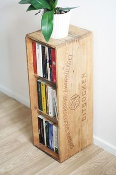 Recycling: Shelf of sugar box - Upcycling & crafts DIY Shelf Furniture, Home Furniture, Modern Interior Design, Interior And Exterior, Beddinge, Upcycled Crafts, Wooden Boxes, Decoration, Recycling