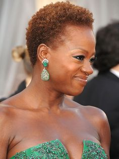 Short and sweet looks absolutely beautiful on #Viola Davis, especially when paired with jewel tones and that winning smile! #celebritybeauty #naturalhair