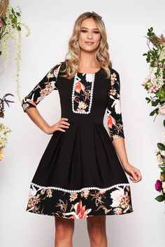 Rochie Neagra Scurta in Clos cu Imprimeu Floral Traditional, Outfit, Floral, Shopping, Dresses, Fashion, Lace Dresses, Outfits, Vestidos
