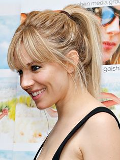 Sienna Miller Will Make You Fall In Love With the High Ponytail. A super-cute hair look, especially with bangs. Messy Ponytail Hairstyles, Bangs Ponytail, Hairstyles With Bangs, Cool Hairstyles, Beach Hairstyles, Men's Hairstyle, Headband Hairstyles, Wedding Hairstyles, Blonde Ponytail