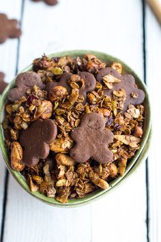 Treat yourself to a breakfast full of holiday cheer — just look at those gingerbread boy cookies! Or for something a bit lighter, omit the cookies; the granola has plenty of gingerbread flavor on its own. Ginger Bread Cookies Recipe, Ginger Cookies, Cookie Recipes, Dessert Recipes, Breakfast Recipes, Breakfast Bites, Pie Dessert, Cookie Crisp, Brunch