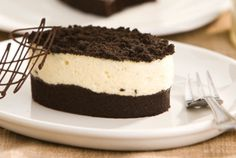Cookies&Cream: Chocolate cookies chopped into a creamy, fluffy white chocolate mousse, poured over a moist layer of Sacher torte Chocolate Cookies, Chocolate Desserts, White Chocolate Mousse, Cookies And Cream, Food Service, Sweet Treats, Cheesecake, Cooking Recipes, Ethnic Recipes