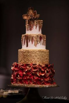 Red and gold glam by Piece O'Cake - http://cakesdecor.com/cakes/230047-red-and-gold-glam