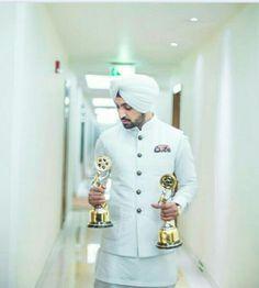 Diljit Dosanjh Urban Fashion, Mens Fashion, Actor Model, Celebs, Celebrities, Turban, Music Artists, Chef Jackets, Menswear