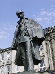 Sherlock Holmes - Edinburgh // THIS GUY HAS THE SAME NAME AS THE GUY I HATE. Therefore I hate him too. And I hate his statue.